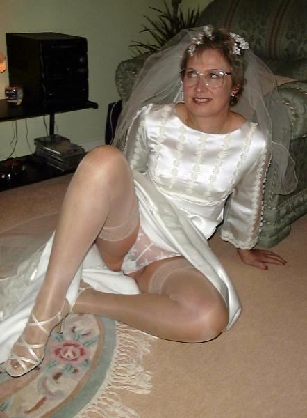 Bridesmaids bride no panties upskirts
